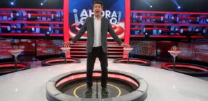 Presentador de concurso televisivo se sorprende por respuestas de concursante