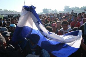 Guardia Nacional impide el paso a migrantes centroamericanos en la frontera sur