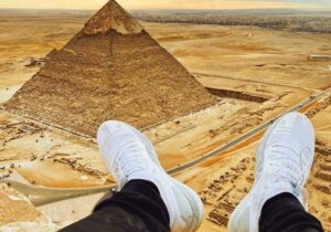 Arrestan a influencer por subir a la cima de la Gran Pirámide de Guiza