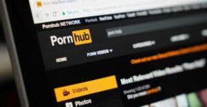Hombre sordo demanda a Pornhub porque sus videos carecen de subtítulos