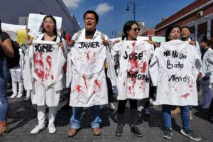 Estudiantes de la BUAP exigen justicia por el asesinato de 3 estudiantes en Huejotzingo
