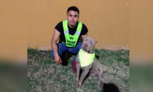 Joven realiza labores de vigilancia junto a su perro para auxiliar a mujeres