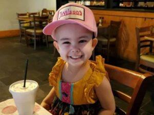 Restaurante cumple deseo de niña con cáncer y la atiende en horario especial