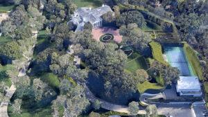 Jeff Bezos compra la mansión más cara de Beverly Hills en 165 mdd