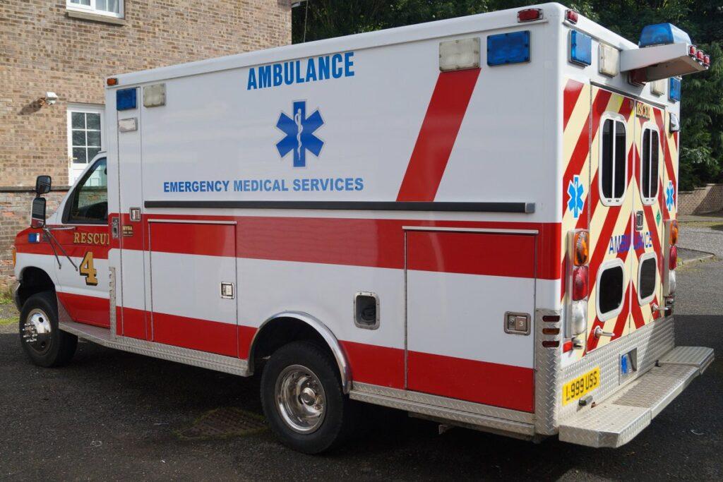 Niño habla al servicio de emergencias para reportar que su madre se había desmayado