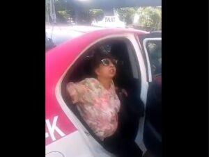 Mujer acusa a taxista de traer muertos en su cajuela para no pagar por el viaje