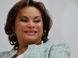 Elba Esther gana juicio al SAT para no pagar más de 19 mdp por ISR