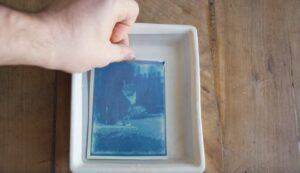 Joven encuentra en una cápsula del tiempo fotografías de hace más de 120 años