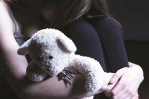 Niña da a luz tras ser violada por su hermano; detienen a los padres y al agresor