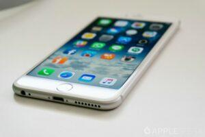 En Francia multan a Apple por alentar iPhones con sus actualizaciones