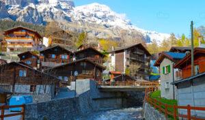 Suiza te ofrece 72 mil dólares por mudarte a una de sus aldeas