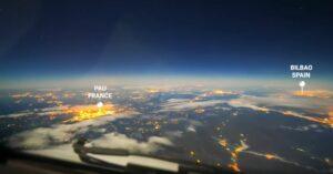 Piloto muestra desde la cabina un viaje desde París a Argentina
