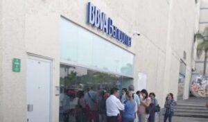 Empresario retira 1 mdp, pide apoyo policial y lo asaltan al salir del banco