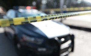 Hombre asesina a su amigo por dinero y lo entierra en la sala de su casa