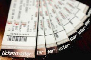 Morena propone regular cargos extras en venta de boletos para eventos