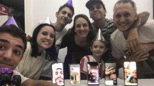 Niño festeja su cumpleaños con videollamadas debido a la cuarentena