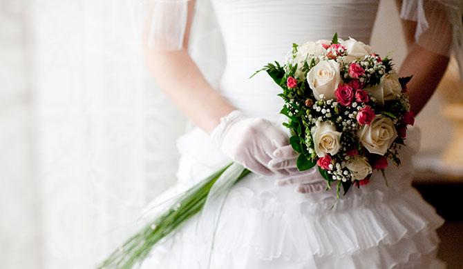 Mujer amenaza a sus invitados para que no falten a su boda a causa del coronavirus