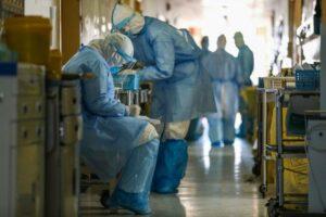 Un niño pasó horas junto al cadáver de su madre muerta por coronavirus