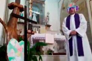 Sacerdote italiano realiza misa en línea y provoca risas por no desactivar los filtros