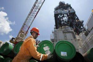 Mezcla mexicana de petróleo cierra en 13.01 dólares por barril; su nivel más bajo desde 2001