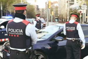 Detienen a ocho hombres por organizar una orgía en plena cuarentena en España
