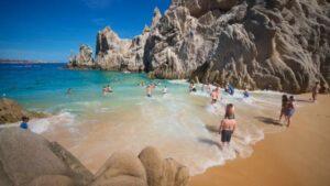 28 turistas de EU que visitaron Cabo San Lucas dieron positivo a Covid-19