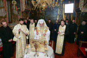 Iglesia ortodoxa rusa da más vino a sus feligreses para combatir el coronavirus