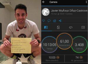 Triatleta español corre 61 km en la sala de su casa durante la cuarentena