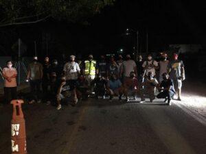 Habitantes de Nayarit impiden paso a turistas para evitar contagios de Covid-19