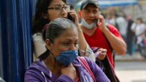 Experto de la UNAM recomienda usar cubrebocas en lugares aglomerados