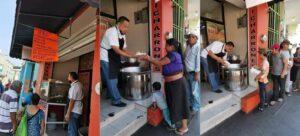Local de carnitas regala comida a las personas que sigan trabajando en las calles durante la contingencia