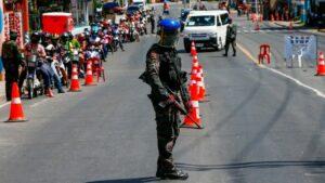 Policía de Filipinas mata a un hombre por violar cuarentena