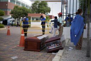 Cadáveres se acumulan en casas y calles de Guayaquil, Ecuador por coronavirus