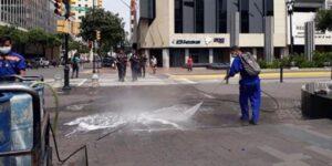 En Guayaquil, Ecuador, abandonan cuerpos en las calles por el coronavirus