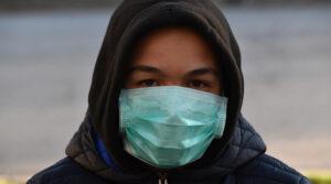 Es posible que elcoronavirus se transmita mientras las personas hablan y respiran: científico de EU