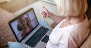 OMS exhorta a llamar a abuelos durante cuarentena para que no se sientan solos