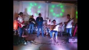 Comando armado irrumpe fiesta que era transmitida en vivo y mata a 6 personas en Veracruz