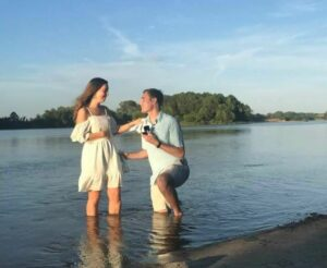Joven pierde a su novia en un accidente y empresa le niega el reembolso de las fotos de su boda