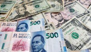 Peso registra su mejor mes frente al dólar en 25 años