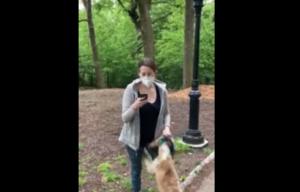 Mujer finge llamar a la policía para acusar que un hombre afroamericano la amenazaba