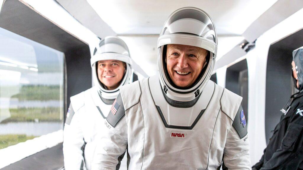 Diseñador mexicano hace trajes para astronautas de SpaceX