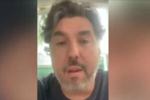 Entre lágrimas, empresario de Puebla denuncia que le han robado 41 trailers en 3 años