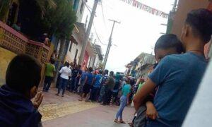 """En Totolapa, Chiapas, exigen ya no aplicar gel antibacterial porque """"ahí va el virus"""""""