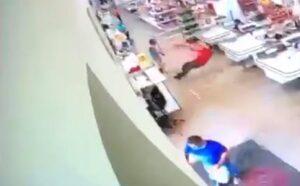 Cliente se molesta porque le piden usar cubrebocas y golpea a empleado