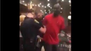 Detienen a afroamericano durante protestas en EU; era un agente del FBI