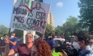 Reportero de TV Azteca es insultado por simpatizantes de AMLO en EU
