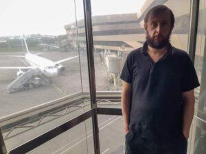 Joven pasa 110 días atrapado en el aeropuerto de Filipinas debido a la contingencia