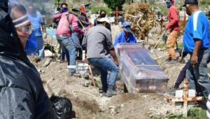 De los muertos por Covid-19 en México, el 71% tenía escolaridad de primaria o inferior