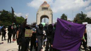 Feministas marchan en la CDMX por resolución contra la despenalización del aborto