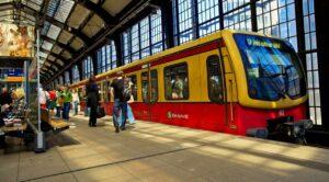 Metro de Berlín pide dejar de usar desodorante para que usuarios se pongan cubrebocas